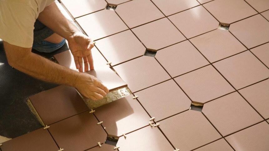 Как правильно класть плитку на пол?