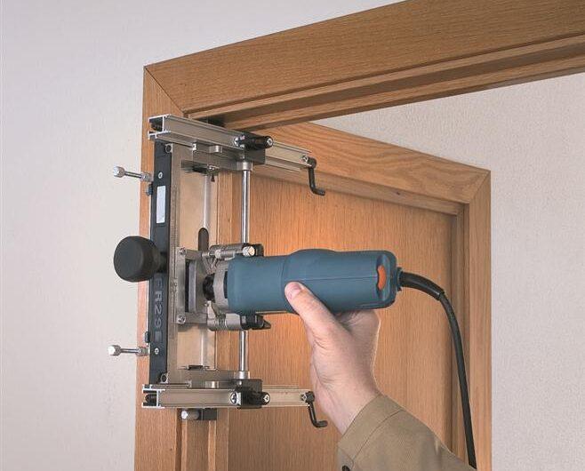 Как  установить межкомнатную дверь в квартире?