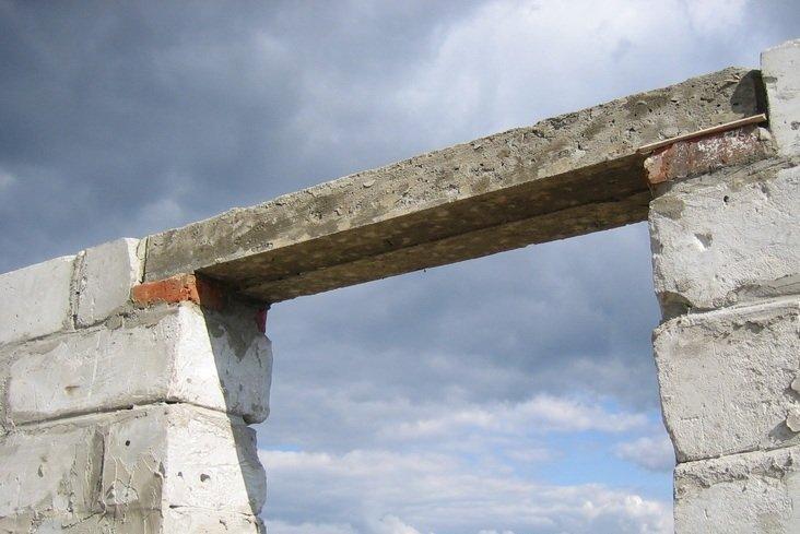 Из чего лучше делать перекрытие в проемах, из бетона или металла?