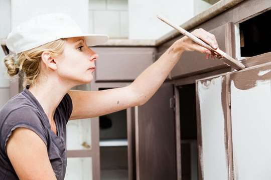 Как покрасить фасады кухни из МДФ?