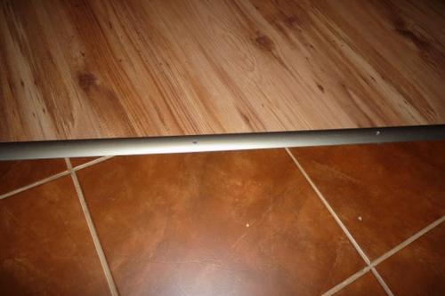 Как оформить шов между кафелем и ламинатом на полу?