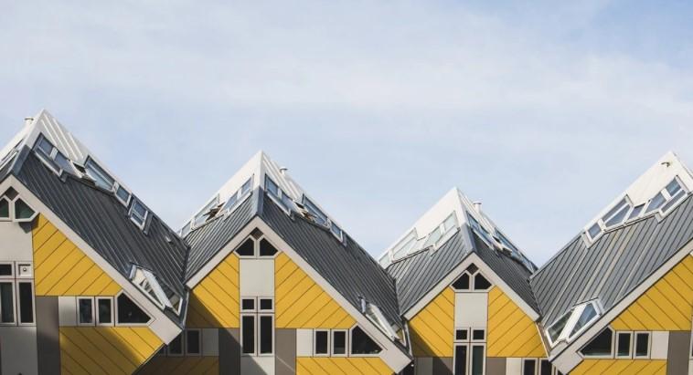Как монтировать обрешетку под профнастил на крышу?
