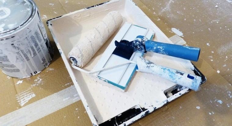 Как быстро смыть побелку с потолка: 4 лучших способа?